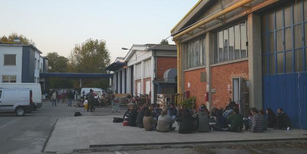 Un atelier en plein air de Genuino Clandestino